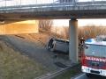 PKW gegen Brückenpfeiler 11