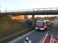 PKW gegen Brückenpfeiler 1